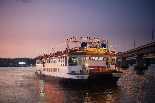 River cruise in Mandovi river